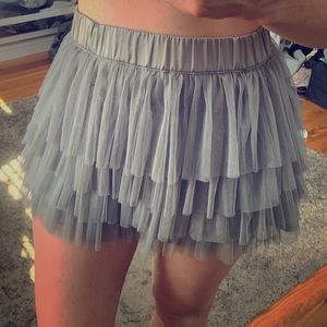 Gray ruffled H&M mini skirt